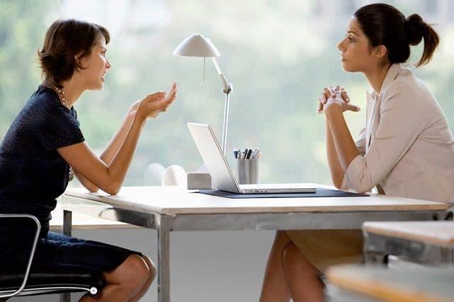 Khả năng thuyết phục tốt sẽ giúp khách hàng dễ dàng đưa ra quyết định mua hàng hơn