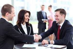 Luôn giữ thái độ tích cực với khách hàng