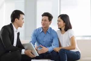 Trò chuyện với khách hàng sẽ giúp bạn tìm hiểu được nhu cầu, mong muốn của họ