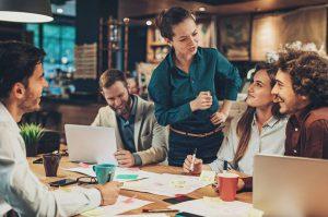 Công việc cần thu thập ý kiến nhân viên để xử lý khiếu nại từ khách hàng