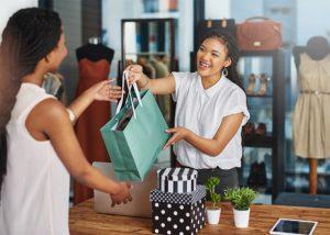 5. Thân thiện, chân thành khi nói chuyện với khách hàng
