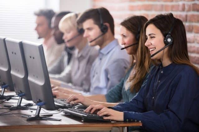 Công việc của telesale là gọi điện cho khách hàng tiềm năng và cố gắng thuyết phục họ mua sản phẩm hoặc dịch vụ