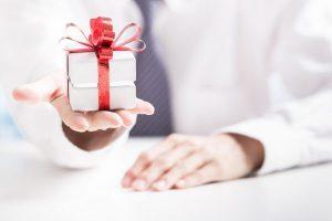 Ý nghĩa và ưu điểm của quà tặng chăm sóc khách hàng